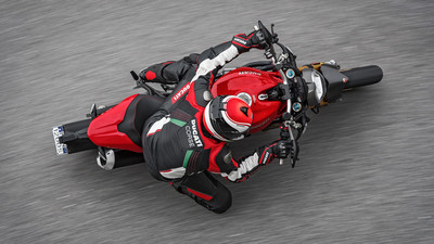 monster-1200s-my18-red-09-slider-gallery-906x510.jpg